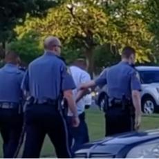PRIVEDEN VOĐA KJU KLUKS KLANA: Vozilom uleteo u demonstrante, ima povređenih (VIDEO)