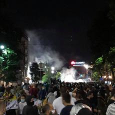 PRIVOĐENJE NA PROTESTU: Dve osobe sutra pred tužilaštvom zbog nereda na demonstracijama