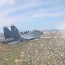 PRIZOR KOJI OSTAVLJA BEZ DAHA: Ruski lovci paraju nebo iznad Kalinjingrada, zadatak je jasan! (VIDEO)