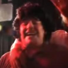 PROBAJTE DA NE ZAPLAČETE: Ovako je Maradona pevao pesmu posvećenu upravo njemu (VIDEO SRPSKI TITL)