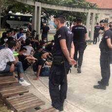 PRONAĐENO 90 ILEGALNIH MIGRANATA: Još jedna uspešna akcija policije, sprovedeni u Prihvatni centar (FOTO)
