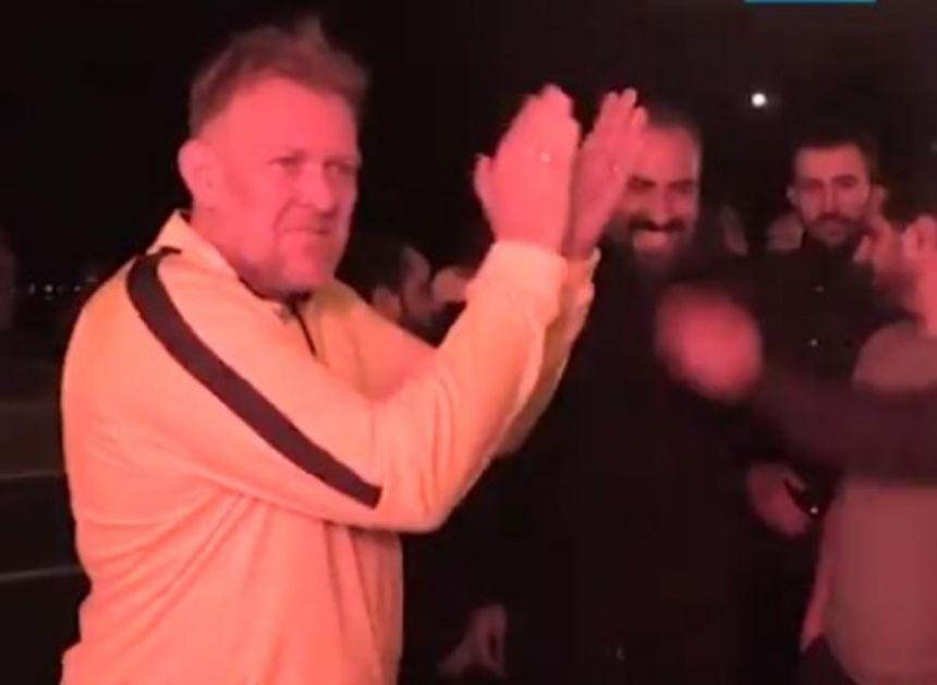 PROSINEČKI ODUŠEVLJEN POTEZOM NAVIJAČA: Pristalice Kajzerija na spektakularan način čestitale rođendan Robiju! VIDEO