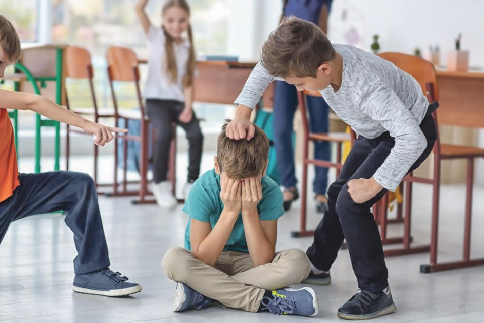 PROSVETARI NAJAVILI ŠTRAJK: Stop vršnjačkom nasilju u školama