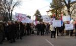 PROTEST NA KOSMETU: Penzioneri podigli glas protiv taksi iz Prištine (Foto Video)