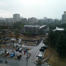 PROVALA OBLAKA: Neviđeno NEVREME zahvatilo Beograd, kapi kiše veličine lešnika