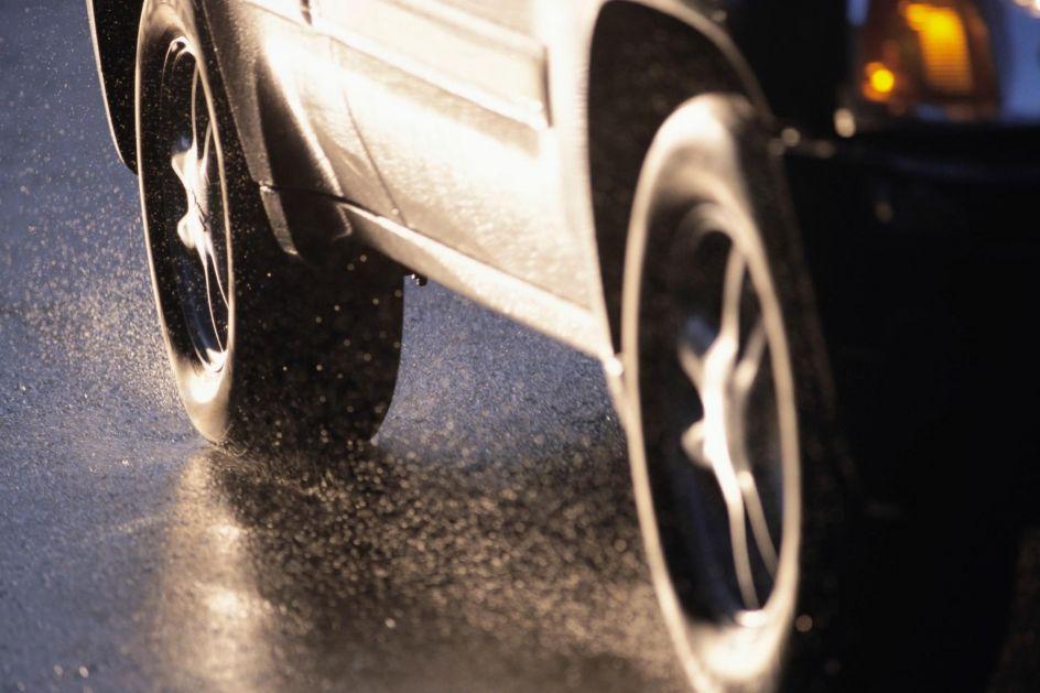 PROVERITE, NE KOŠTA NIŠTA! Jedna oznaka na gumama otkriva koliko brzo smete da vozite, a da ih ne uništite!