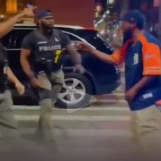PROVOCIRAO POLICAJCE PA GA NOKAUTIRALI: Nakon jezivog udarca momak se onesvestio (VIDEO)