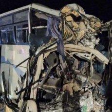 PRTLJAG I ROBA RAZBACANI PO PUTU: 37 osoba poginulo je u saobraćajnoj nesreći, putnički autobus ostao PREPOLOVLJEN
