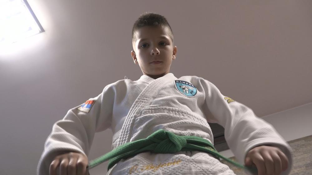 PRVAK SVETA IZ DNEVNE SOBE! Devetogodišnji Ognjen Bojović je SPORTSKO ČUDO iz Čačka! (VIDEO)