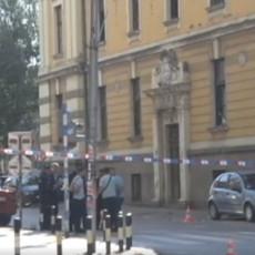 PRVE FOTOGRAFIJE SA MESTA PUCNJAVE U PROKUPLJU: Ispred gradske uprave policijske patrole, ulica zatvorena za saobraćaj (FOTO)