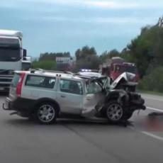 PRVE FOTOGRAFIJE TRAGIČNE NESREĆE U KRUŠEVCU: Smrskani automobili, staklo i krv na sve strane (FOTO/VIDEO)