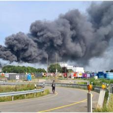 PRVI SNIMCI STRAVIČNE EKSPLOZIJE U NEMAČKOJ: Leverkuzen pod dimom, ima povređenih i nestalih! (FOTO/VIDEO)