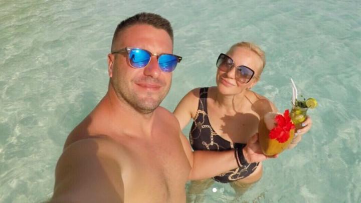 PRVO LETOVANJE SA ĆERKOM! Ivana Selakov uživa sa porodicom na Maldivima: Imamo bungalov na plaži, kupamo se po ceo dan! (FOTO)
