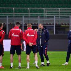 PRVO ŠEVA, ONDA TAKTIKA: Fudbaleri Zvezde odradili trening na travi San Sira (FOTO)