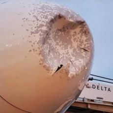 PTICA ZGUŽVALA AVION KAO DA JE OD PLASTELINA: Nos aviona skroz polupan, morali prinudno da slete (FOTO/VIDEO)