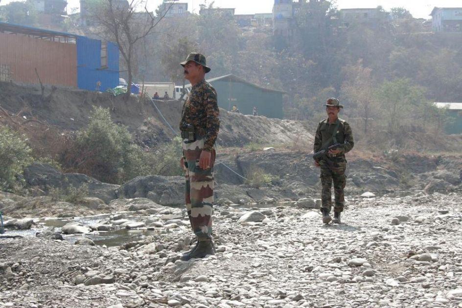 PUCALI JEDNI NA DRUGE, UBIJENO VIŠE POLICAJACA: Krvavi incident između dve države u Indiji, Asam i Mizoram!