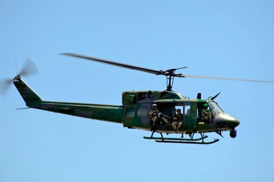 PUCANO NA AMERIČKI HELIKOPTER: Pilot ranjen, morali prinudno da slete