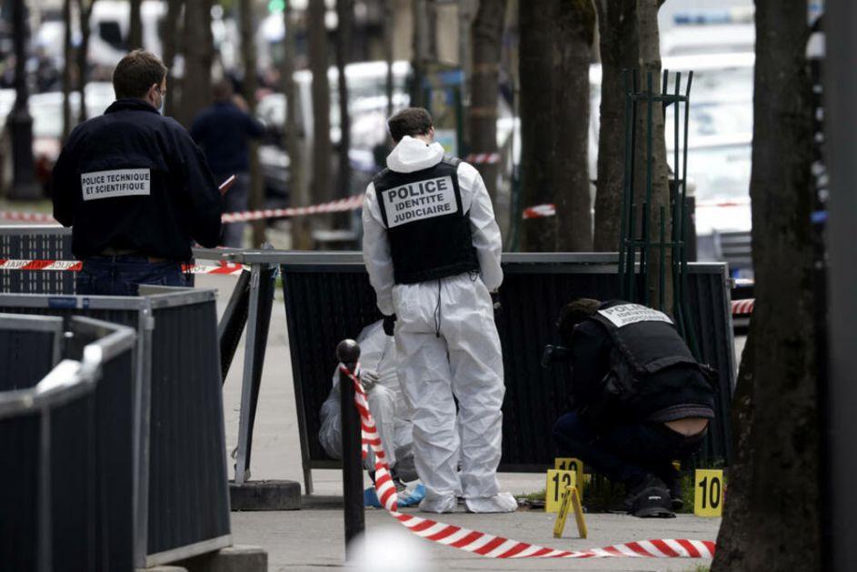PUCAO MUŠKARCU U GLAVU DOK JE LEŽAO NA ZEMLJI, ŽENA U KRITIČNOM STANJU: Napad u Parizu nije bio teroristički akt!