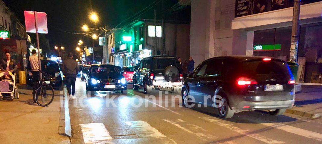 PUCNJAVA U CENTRU NOVOG PAZARA: Pucano iz vozila u pokretu (FOTO)
