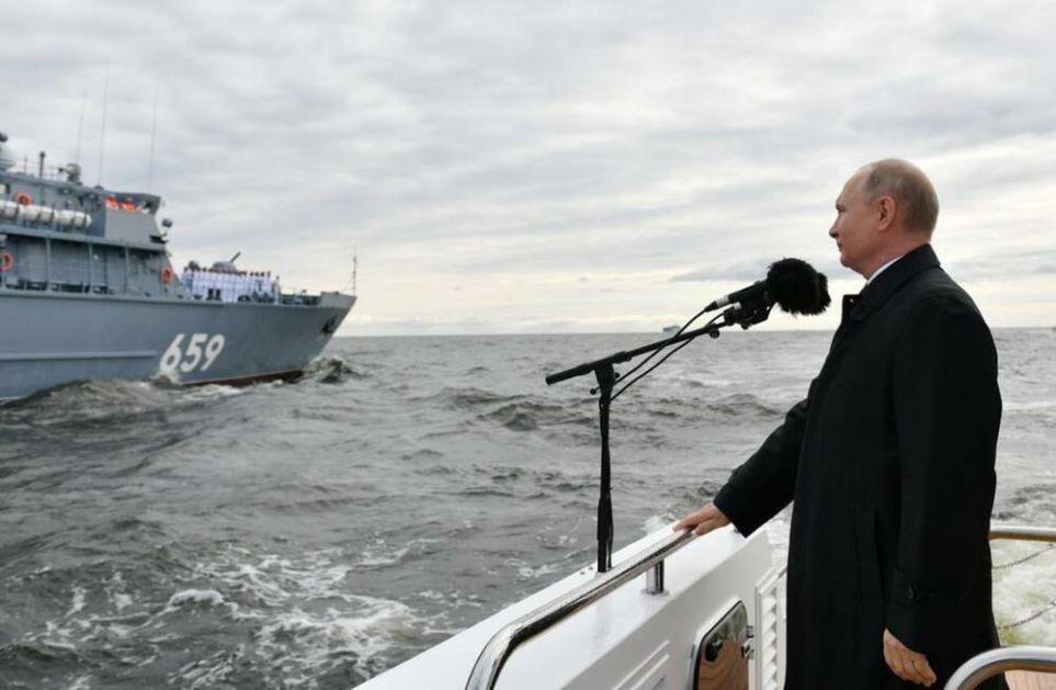 PUTIN NA POMORSKOJ PARADI: Ruska flota je sposobna da otkrije bilo koju metu i nanese joj, ako je potrebno, SMRTONOSNI UDARAC