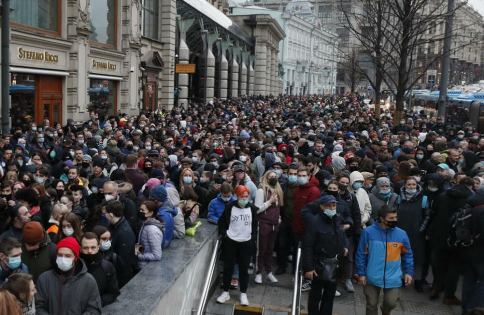 PUTIN NE POPUŠTA: Širom zemlje protesti zbog Navaljnog, uhapšeno preko 200 demonstranata! VIDEO