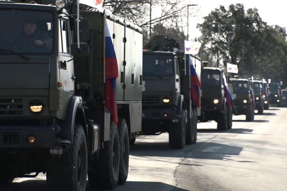 PUTINOVA POMOĆ ITALIJI STIGLA U BERGAMO: Ruski vojni konvoj sa stručnjacima i opremom spremaz za borbu sa koronom!