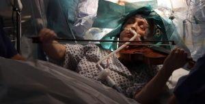 Pacijentkinja usred operacije tumora na mozgu zasvirala violinu!