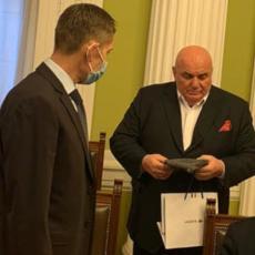 Palma poklonio Martinoviću kapu za Vučića: Predsednik JS jednim potezom zapušio usta kompletnoj opoziciji