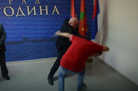 Palma uručio nagrade karatistima, pa demonstrirao svoje borilačko umeće (FOTO)