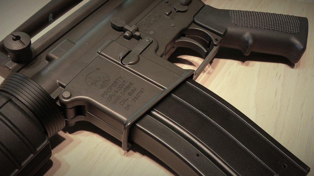 Pančevo: Razbojnik naoružan automatskom puškom opljačkao benzinsku pumpu