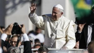 Papa Franja se moli za Pariz posle požara u Notr Damu