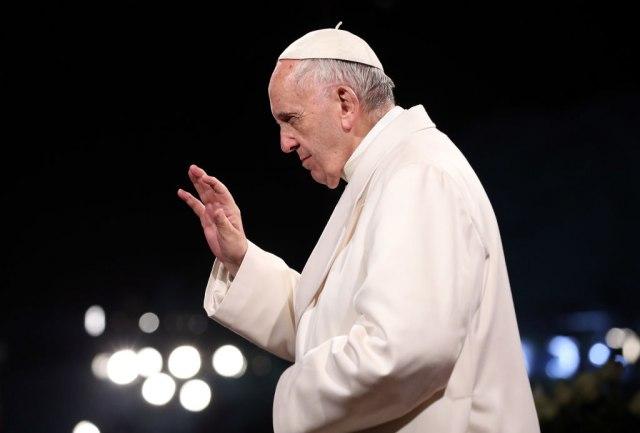 Papa: Zaštititi zakonom homoseksualce, oni imaju pravo na porodicu