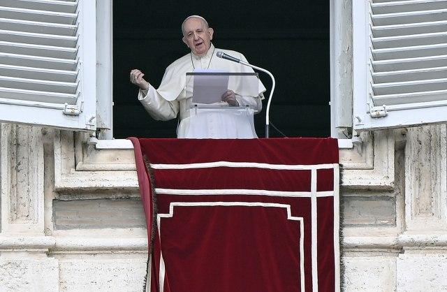 Papa apelovao: Molim vas