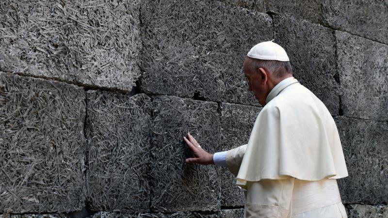 Papa o Holokaustu: Neka svako zabeleži reči Nikada više