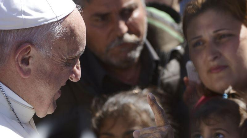 Papa poslao kardinala da iz Grčke dovede više od 30 izbeglica