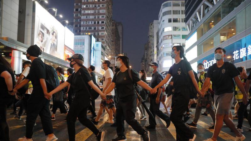 Paralisan saobraćaj i zatvoreni objekti posle nasilne noći u Hong Kongu