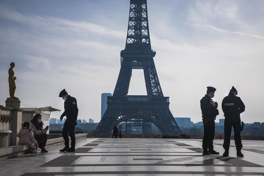 Pariz: Odneo nakit vredan dva miliona evra na trotinetu
