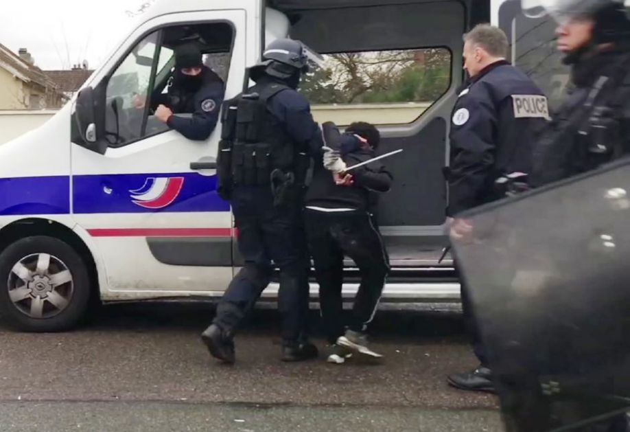 Opsadno stanje u Parizu! FOTO, VIDEO