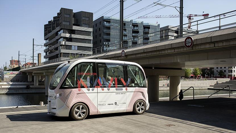 Pariz uveo autobuse BEZ vozača (VIDEO)