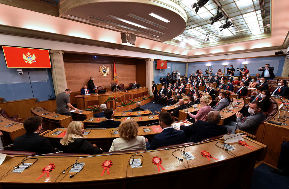 Krivokapić iznosi ekspoze u Skupštini Crne Gore: Zatekli smo stanje državnog udara