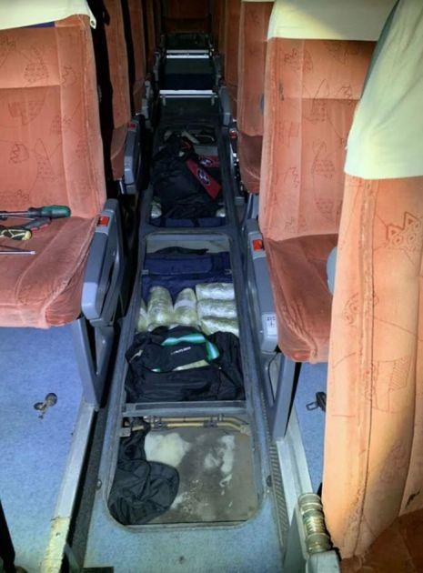 Pas Neron otkrio je 60 kilograma droge u podu autobusa na Horgošu