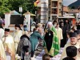 Patrijarh Porfirije u Pčinjskom okrugu obilazio porodice, gledao tenis, pričao sa vernicima i služio liturgiju