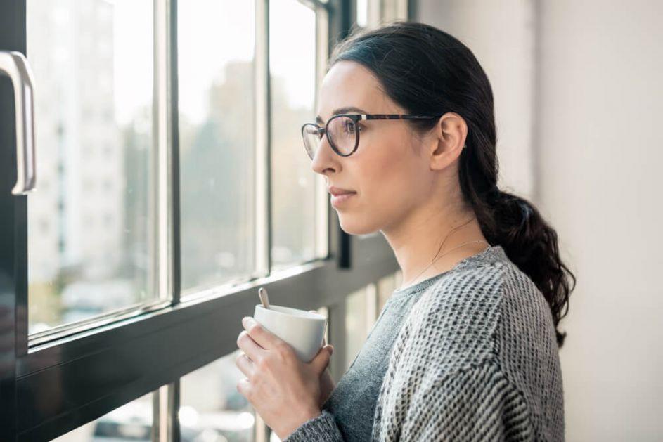 Pažljivo sa introvertama – ako izlazite sa ovakvom osobom, izbegavajte ove stvari
