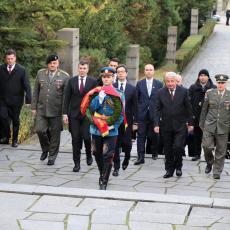 Pendarovski položio venac na Avali: Poseta predsednika Severne Makedonije od izuzetnog značaja (FOTO)