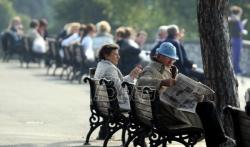 Penzionerima u Srbiji sutra počinje isplata državne pomoći od 5.900 dinara