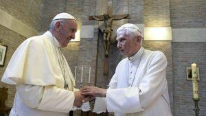 Penzionisani papa povlači svoj potpis iz sporne knjige o celibatu