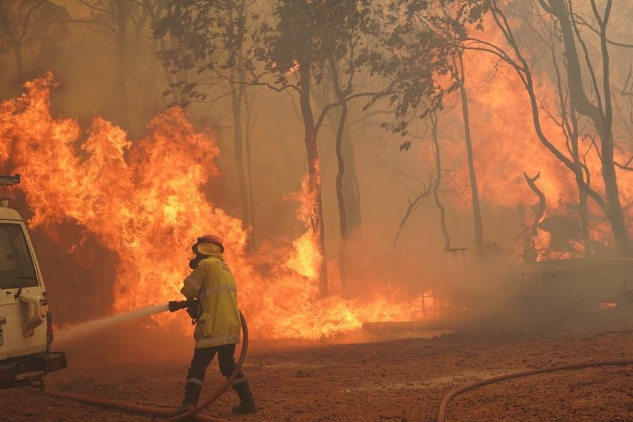 Pert: Jaki vetrovi rasplamsavaju požar, poziv na evakuaciju