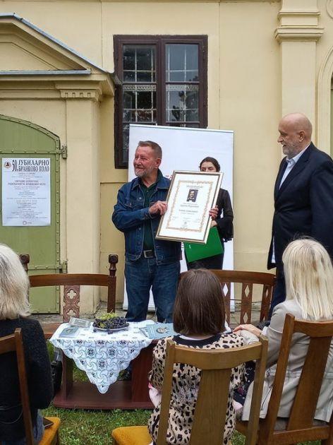 Pesniku Huseinu Derviševiću uručena međunarodna nagrada Branko Radičević