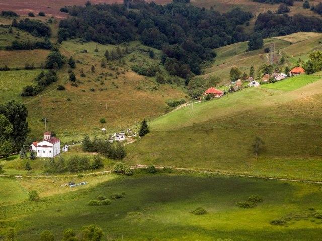 Pešterska visoravan bi mogla da prehrani ceo Balkan, a niko ne kupuje od njih
