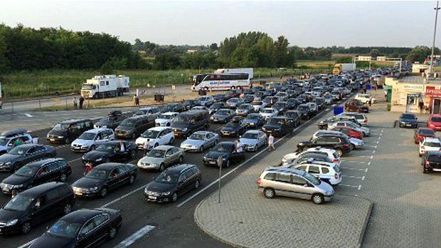 Pet kilometara duga kolona na Horgošu, preporučuju se granični prelazi kod Sombora